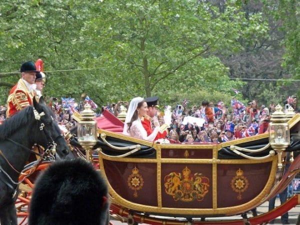 carriage 600x450 - 10 points qui prouvent que le mariage du prince Harry révolutionne la tradition royale!