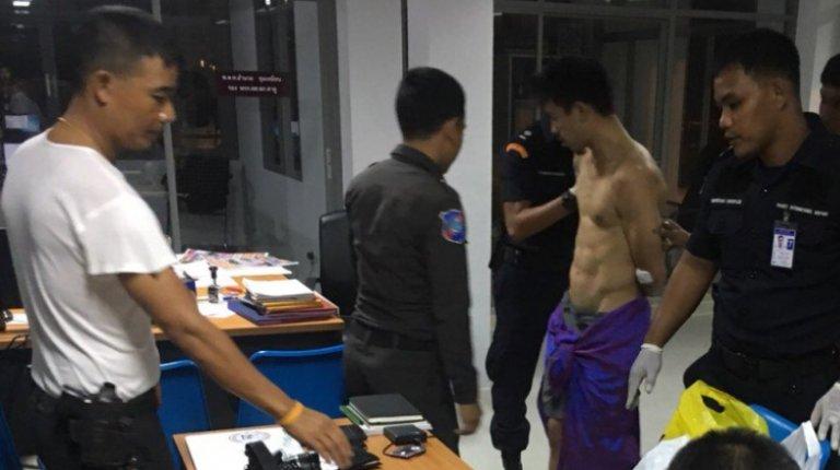 cbc5f224d891f83362b64c580701187d - タイの空港で裸で人々の顔にXを投げる男性