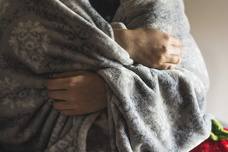 감기, 프 로스트, 겨울, 질병, 담요, 손, 안 아, 안 찬, 남자, 앉아, 회색, 그레이