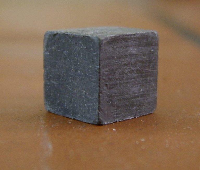 metal cube lead - Savez-vous ce que contient vraiment votre cigarette?