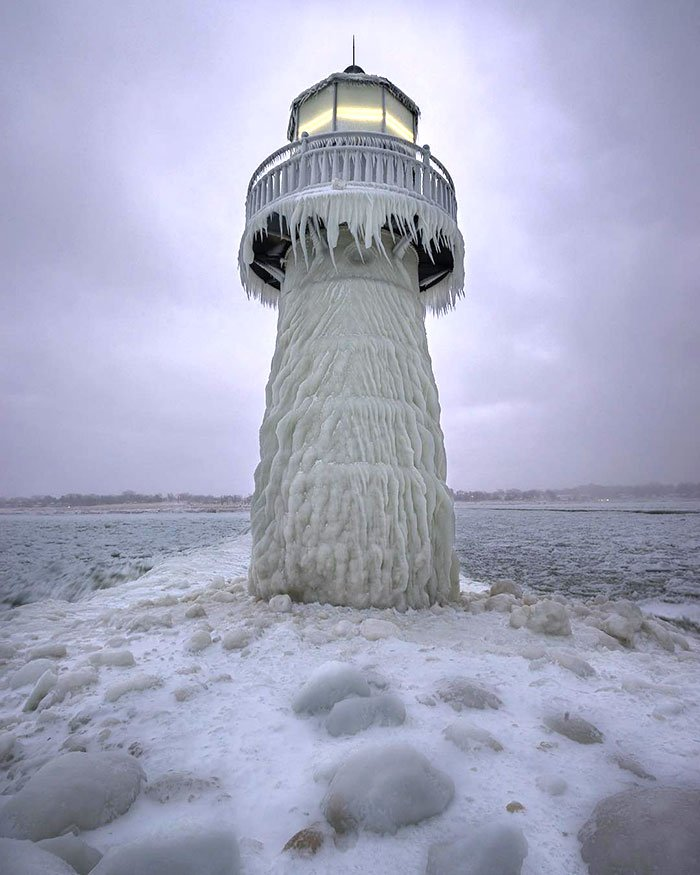 Started Off The Year With A Quick Trip To St Joseph Michigan. The Arctic Weather Has The Lighthouse And Pier Frozen Solid