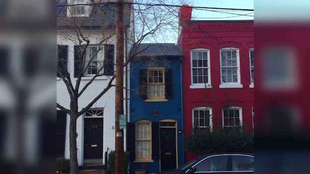 spite house 4 - 10+ Spite Houses Which People Have Built Just To Piss Off Their Neighbors
