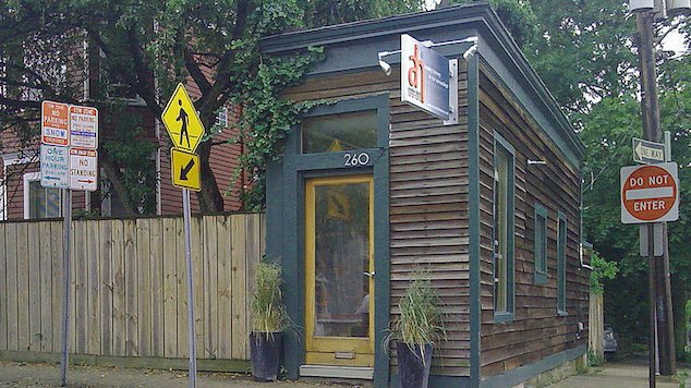 spite house 8 - 10+ Spite Houses Which People Have Built Just To Piss Off Their Neighbors