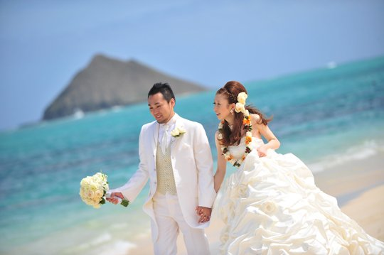 Image result for ハワイで結婚式 ヘアメイク