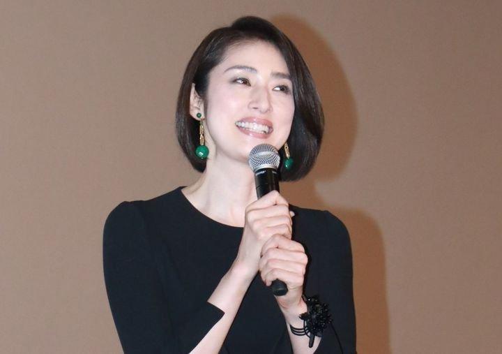 beautiful married yuuki amenai 001 size6 - 美人なのに結婚しない!天海祐希に彼氏はいないの?