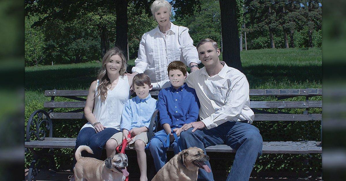 cover22 1 - Una Familia comparteel increíble fracaso de susesión de fotos profesionales con exceso de Photoshop