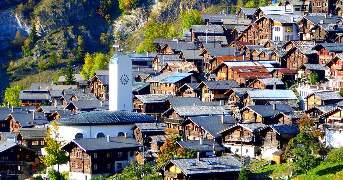 cover22a - Este pueblo suizo quiere pagar 21.300 dólares a todos los que quieran a vivir allí