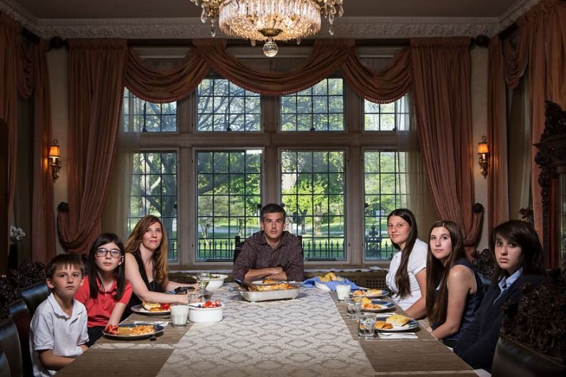 dinner3 1 - Photographer Reveals What Dinnertime Really Looks Like Across The USA