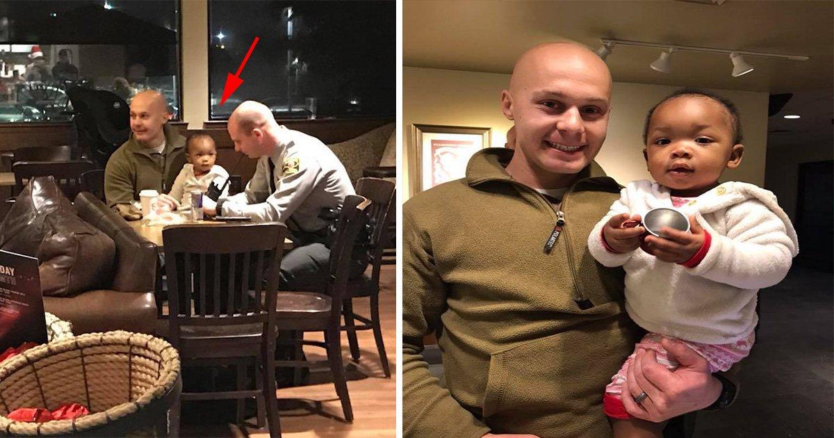 ec8db8eb84ac15.jpg?resize=1200,630 - Dois policiais se voluntariam pra tomar conta de bebê enquanto mamãe completa seu turno na cafeteria local