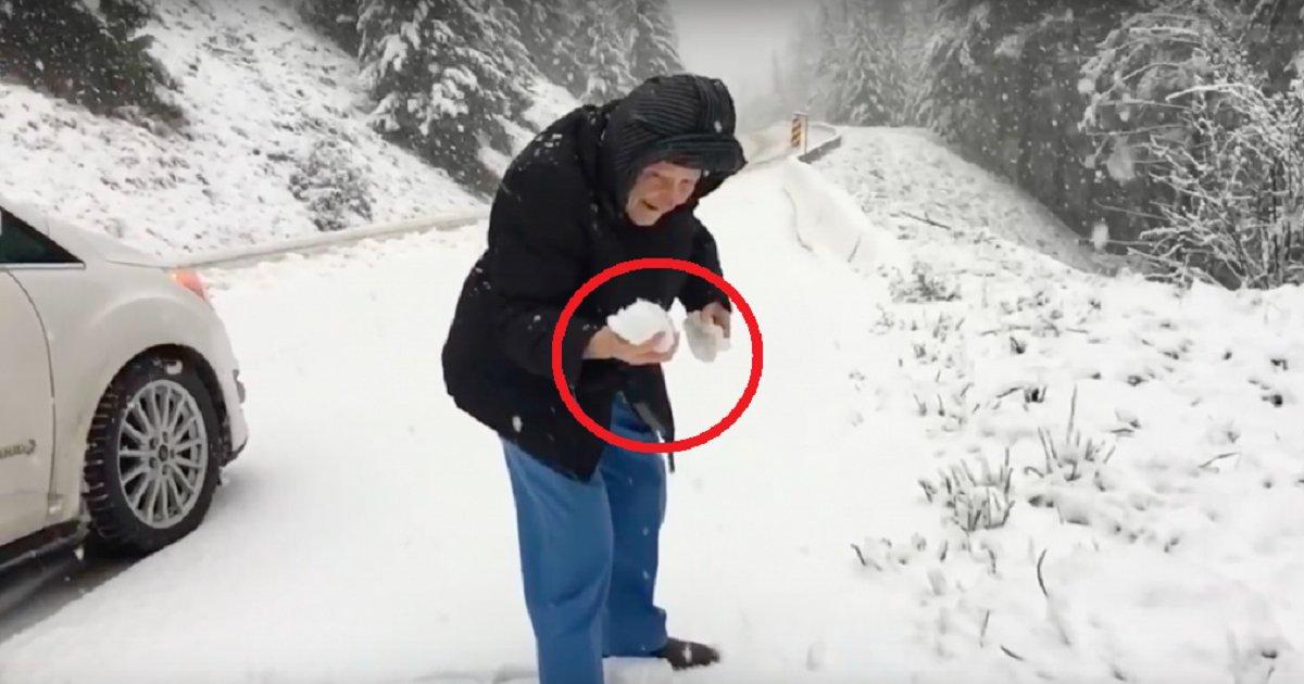 eca09cebaaa9 ec9786ec9d8c - 101-Years-Old Woman Stops Her Car To Enjoy In Winter Wonderland