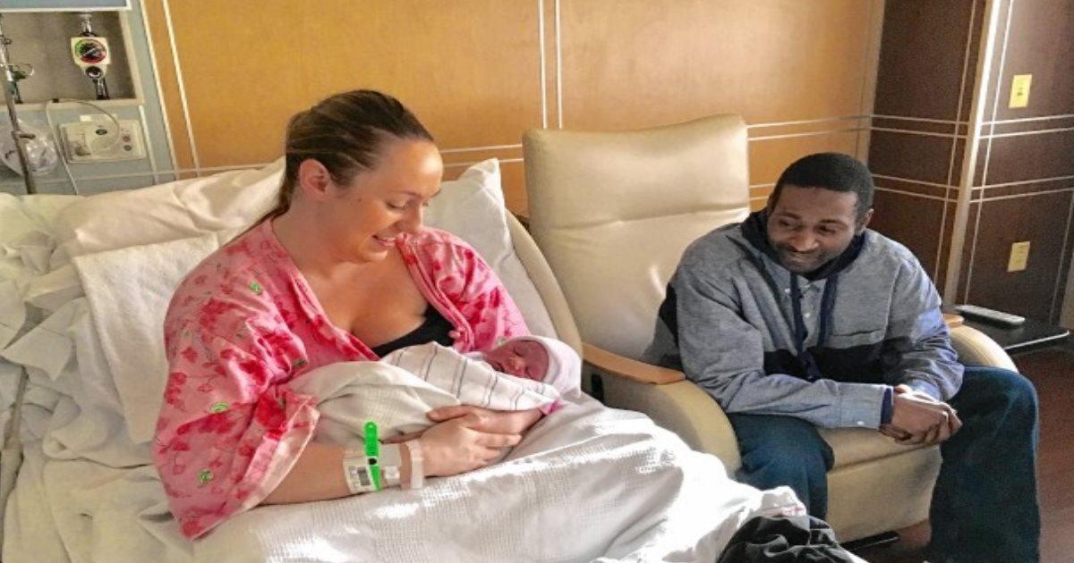 fatherfired.jpg?resize=1200,630 - Pai é demitido por estar no hospital assistindo ao nascimento do filho