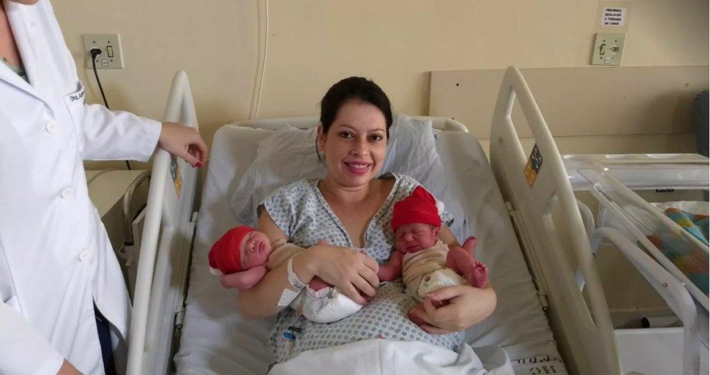 gemeos anos diferentes 1024x541 1.png?resize=300,169 - Mãe dá a luz durante a virada do ano e gêmeos nascem em anos diferentes