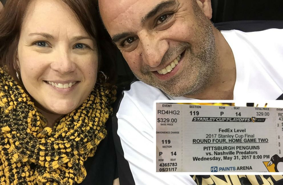 ht hockey tickets couple jpo 170602 4x3 992 1 - After Replying A Text From A Stranger, A Woman Gets An Unbelievable Gift