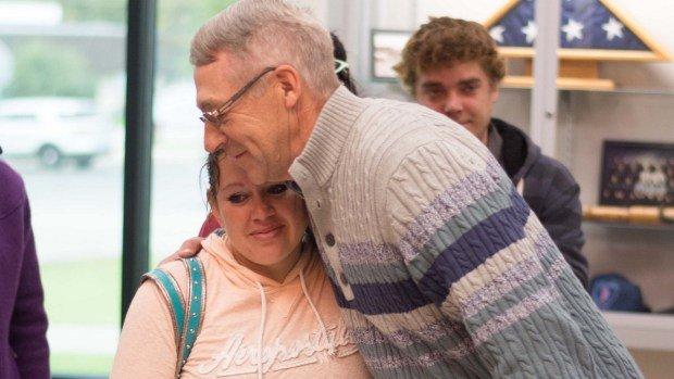 hug missinggirl reward3 001 - Retiree Rescues Kidnapped Teen and Gets $7,000 Reward