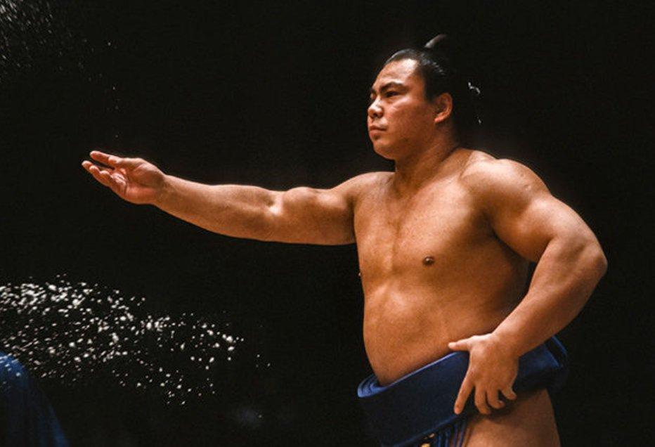 塩をまく千代の富士