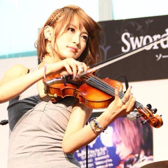 img 5a5a0cf207be4 - 女性バイオリニストは美人が多い?美貌も実力も兼ね備えたバイオリニスト3人!