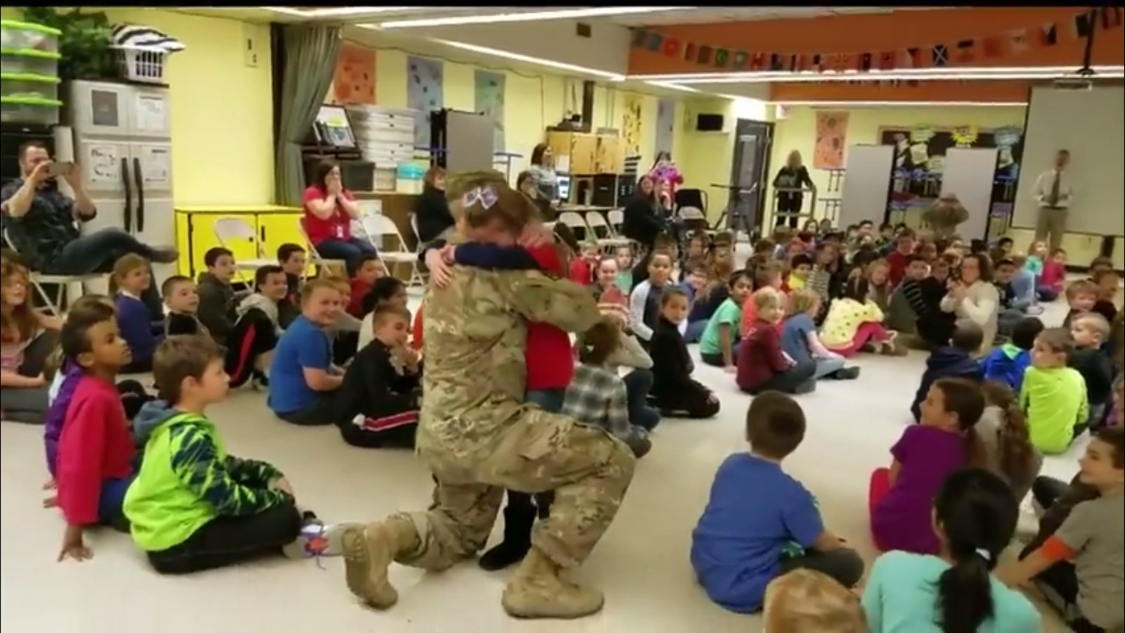 img 5a5ba7c9f273b - Soldier Dad Hasn't Set His Eyes On 7-Year-Old Daughter For A Year