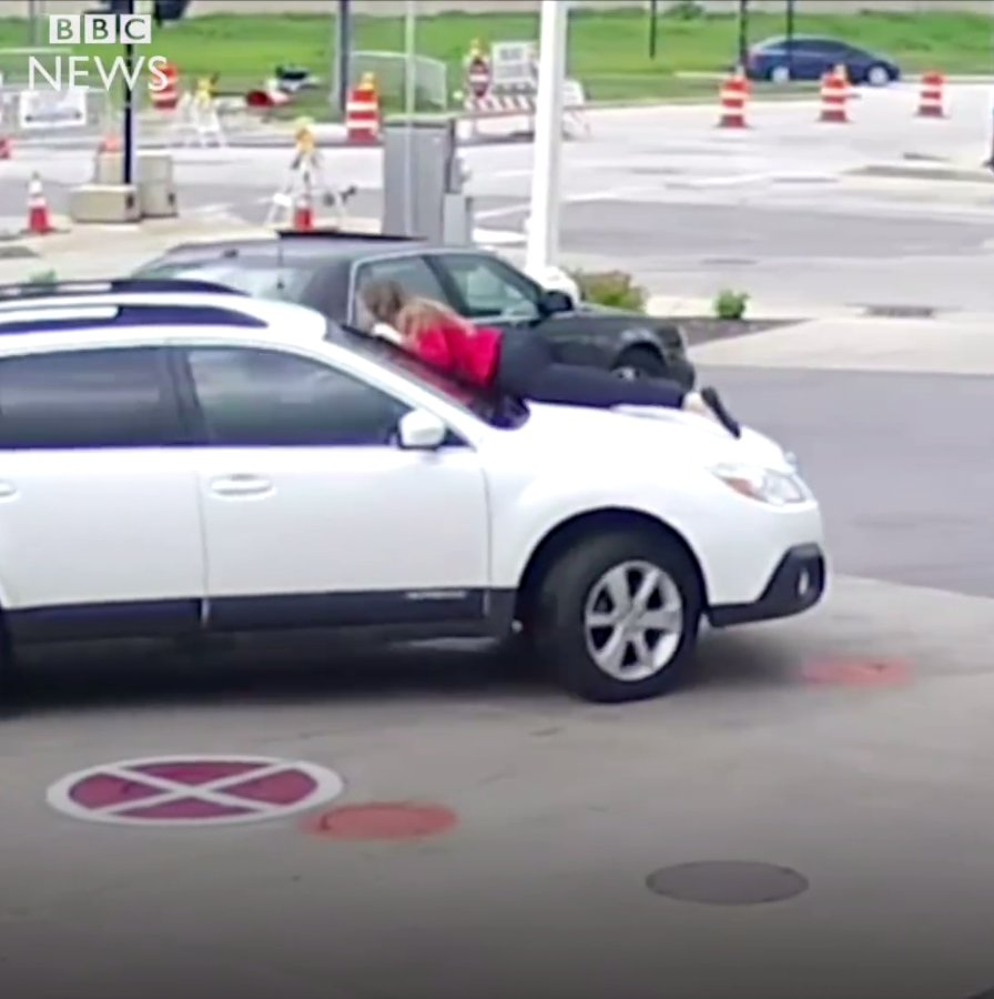 img 5a5bd3466b174 1 e1515987112232.png?resize=300,169 - A Carjacker Tried To Stole A Car And A Brave Lady Saved The Car By Her Own BODY!