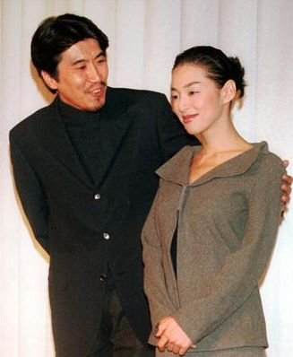 img 5a605b0ee20bd.png?resize=1200,630 - 鈴木保奈美さんと石橋貴明さんの間には娘が3人いる?