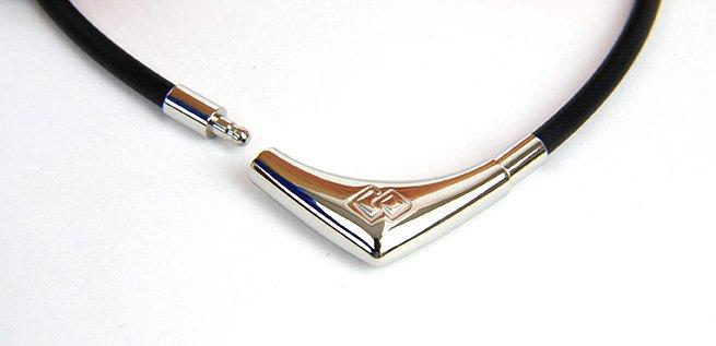 img 5a68a54fe693a - 磁器ネックレスって本当に肩こりに効果ある?