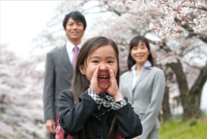 img 5a699034e16e4 - 入学式、母親はどんなスーツを着たらいい?3つの画像と共に紹介
