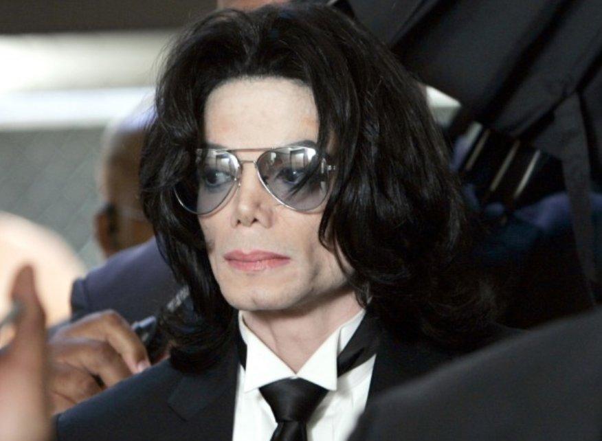 img 5a6d73bb7e5a9 - 人種が変わった…マイケルジャクソンの肌の移り変わりと整形依存