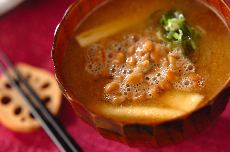 Image result for 味噌汁の中に納豆