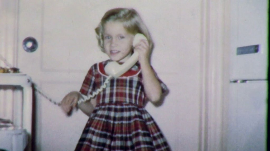little-girl-on-the-phone-to-daddy-1950s-vintage-old-retro-film-home-movie-4873_h_6eabyx__f0004