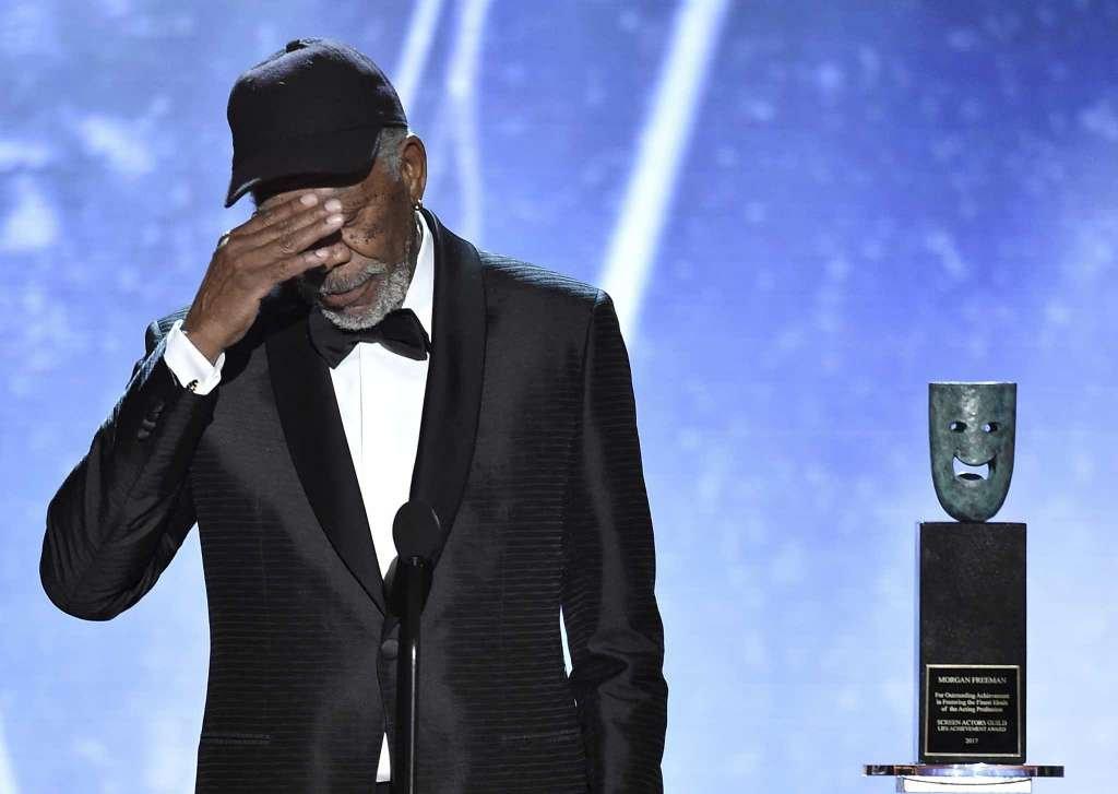 morgan freeman says hi 1024x1024 - Morgan Freeman interrompt son discours aux SAG Awards et tout le monde se demande pourquoi