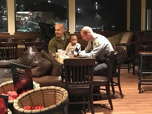 officers-babysits-daughter-1