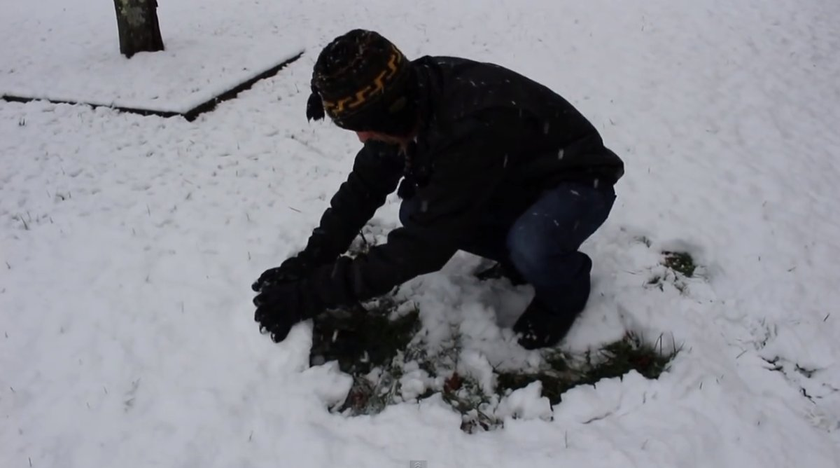 real way to remove snow screen shot 2015 02 02 at 7 52 38 pm - Man Shows The Real Way To Remove Snow