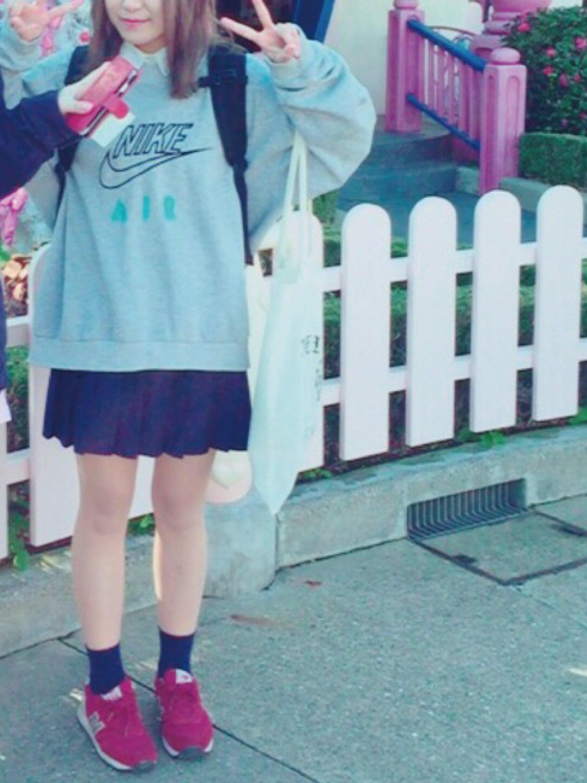 女子高生から大人気の制服にパーカーのコーディネイトとは
