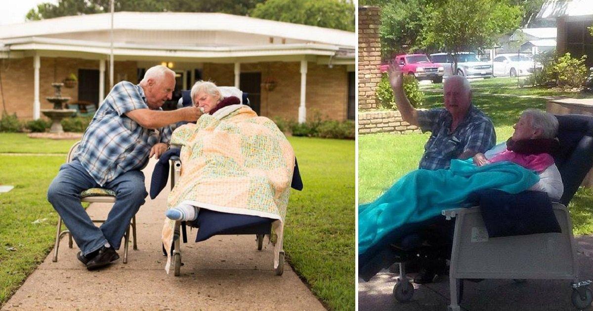 sweetcouple3 1.jpg?resize=300,169 - Casal de idosos senta na calçada e gentilmente acena para os carros que estão passando, até seus últimos dias juntos