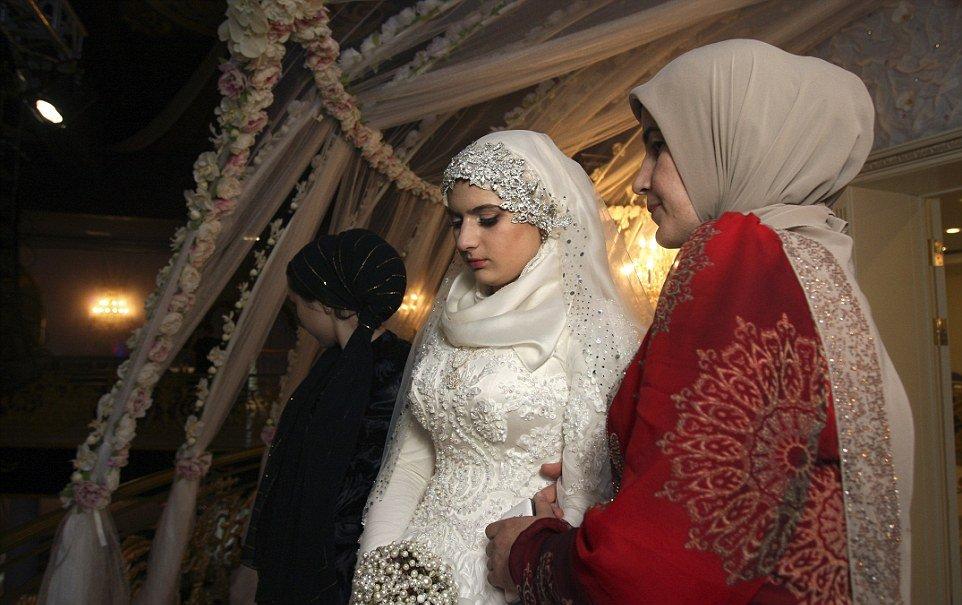 adolescente forçada-para casar-older-polícia-chief_3