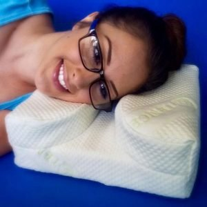 thelayseepillow-pillows-for-those-who-wear-glasses-image-3-630x630