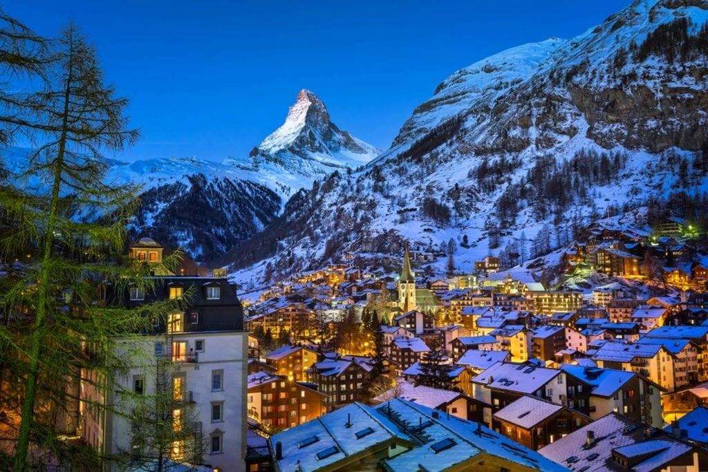 this-stunning-town-in-the-swiss-alps-will-pay-you-25000-to-move-there_252539665_ansharphoto-1024x683