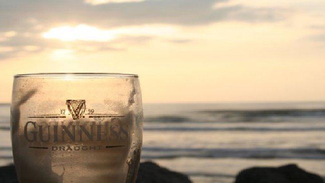 thumb nail guiness sunset beer.jpg?resize=1200,630 - Des scientifiques recherchent 25 participants pour boire de la bière pendant 56 jours!