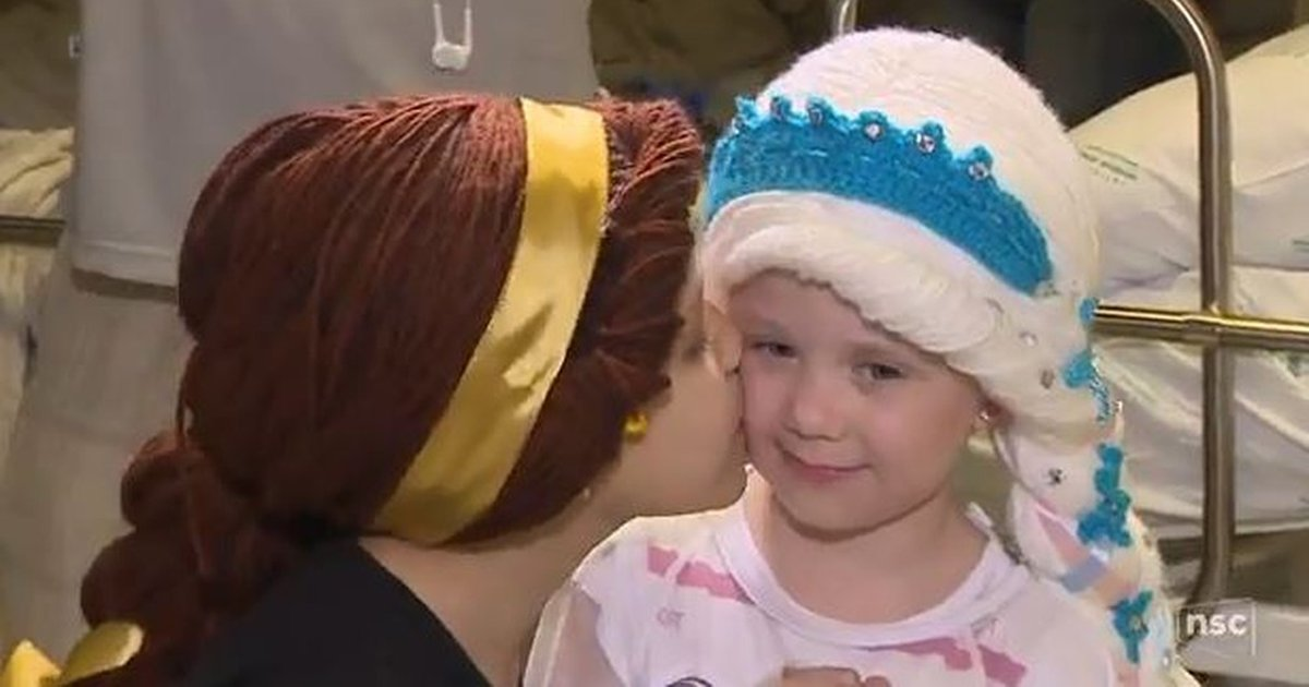 thumbnail5su.png?resize=1200,630 - Voluntárias de Santa Catarina fazem toucas e perucas de princesas para crianças com câncer