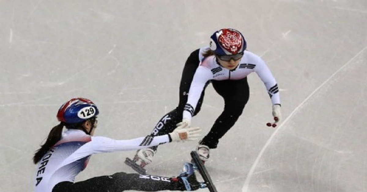 1 213.jpg?resize=1200,630 - 넘어지고도 올림픽 신기록을 세우며 1등한 한국 쇼트트랙팀에 충격 받은 일본 반응