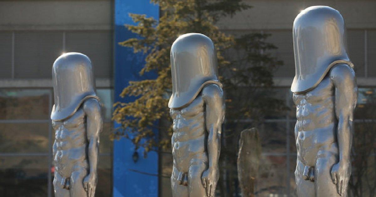 1 217.jpg?resize=1200,630 - 일본에서 화제인 '평창 올림픽 프레스센터 동상'