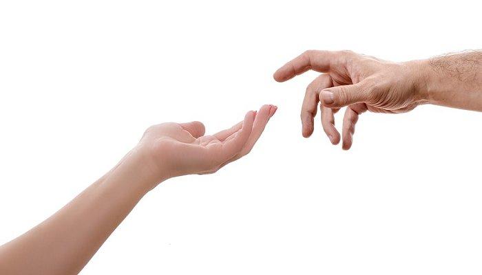 손을 내밀어주는 모습 - 무료 이미지