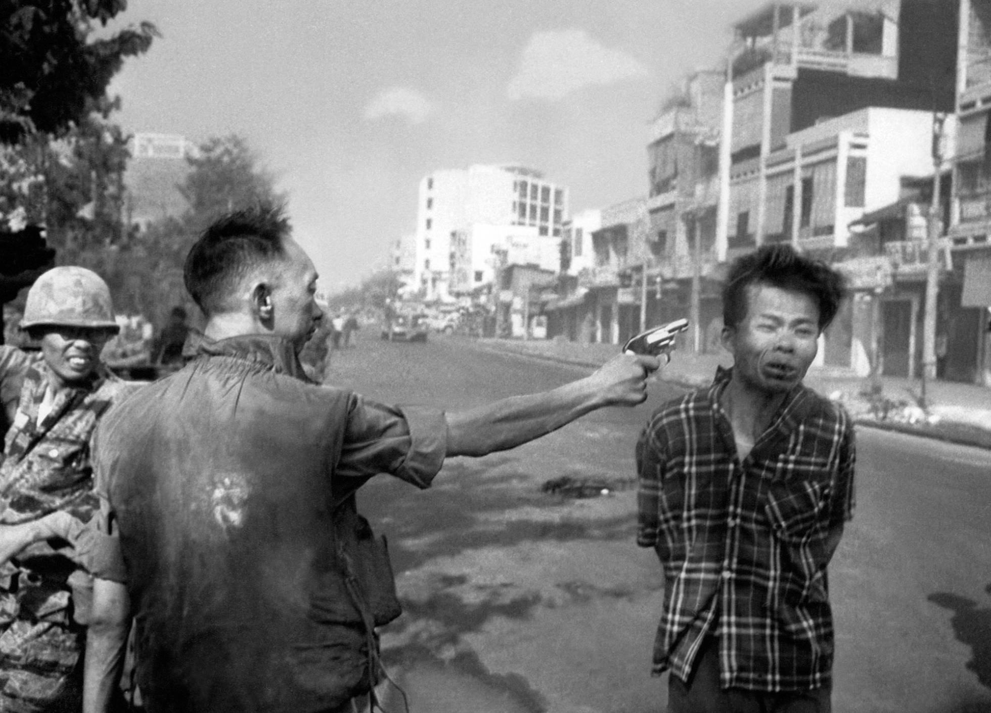 1516881212 852614 1516881314 noticia normal recorte1.jpg?resize=1200,630 - Depois dessa foto tirada na Guerra do Vietnã, fotógrafo se arrependeu para sempre