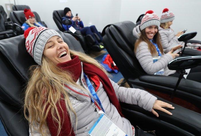 2 142 - '한국 고속버스' 스케일에 깜짝 놀라 '인증샷' 남긴 미국 루지 대표단