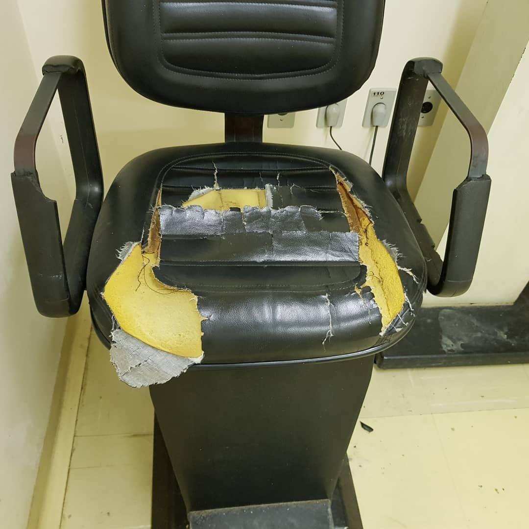 27501064 1703627446368303 1604318757914676998 o 300x300 - Paciente de hospital decide consertar as cadeiras velhas do local para dar mais conforto aos outros pacientes