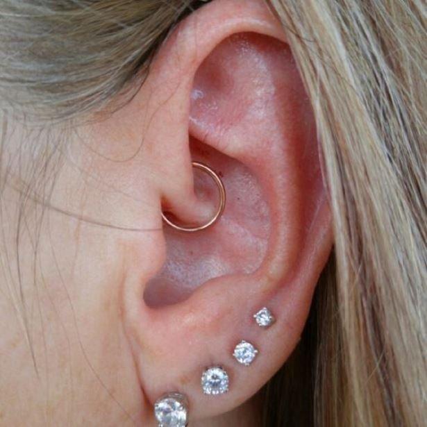 28f53b50bd74e744a55754277b4e3b75-diath-piercing-ear-piercing
