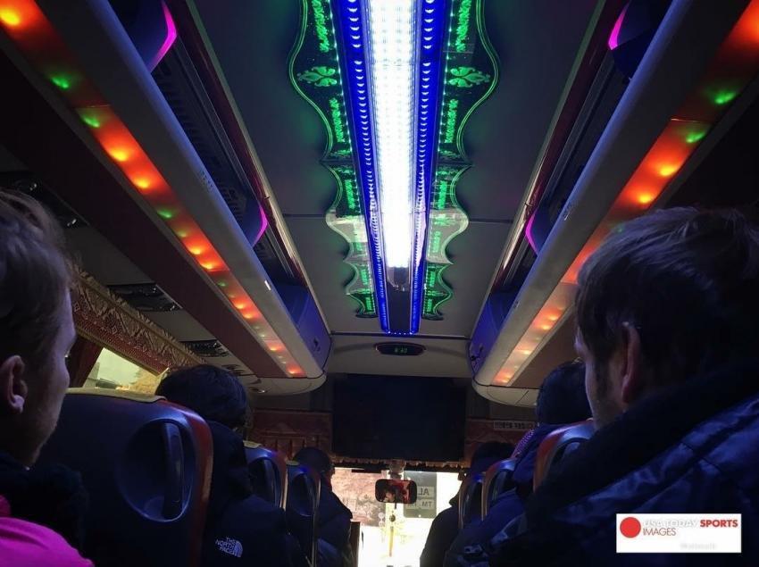 55 2 - '한국 고속버스' 스케일에 깜짝 놀라 '인증샷' 남긴 미국 루지 대표단