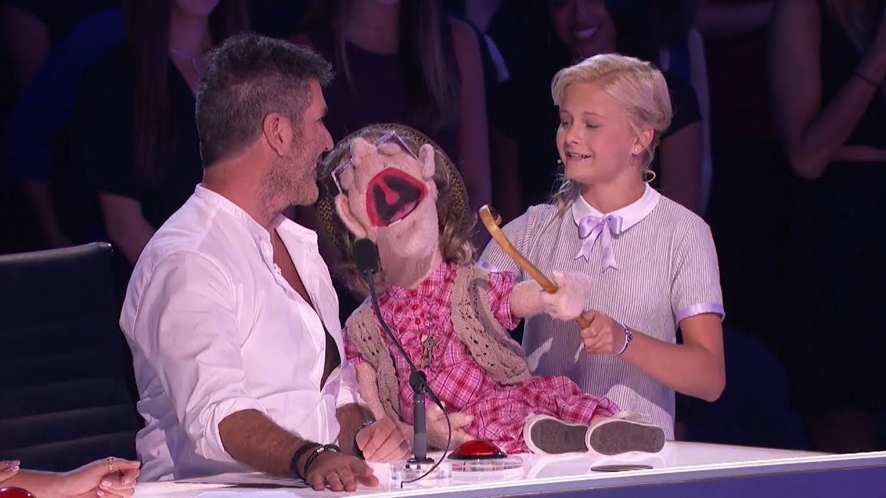 """5a7d2752cfcb0  maxresdefault - Chica de 12 años causa controversia con su muñeca """"anciana"""" en el programa """"America's Got Talent"""""""