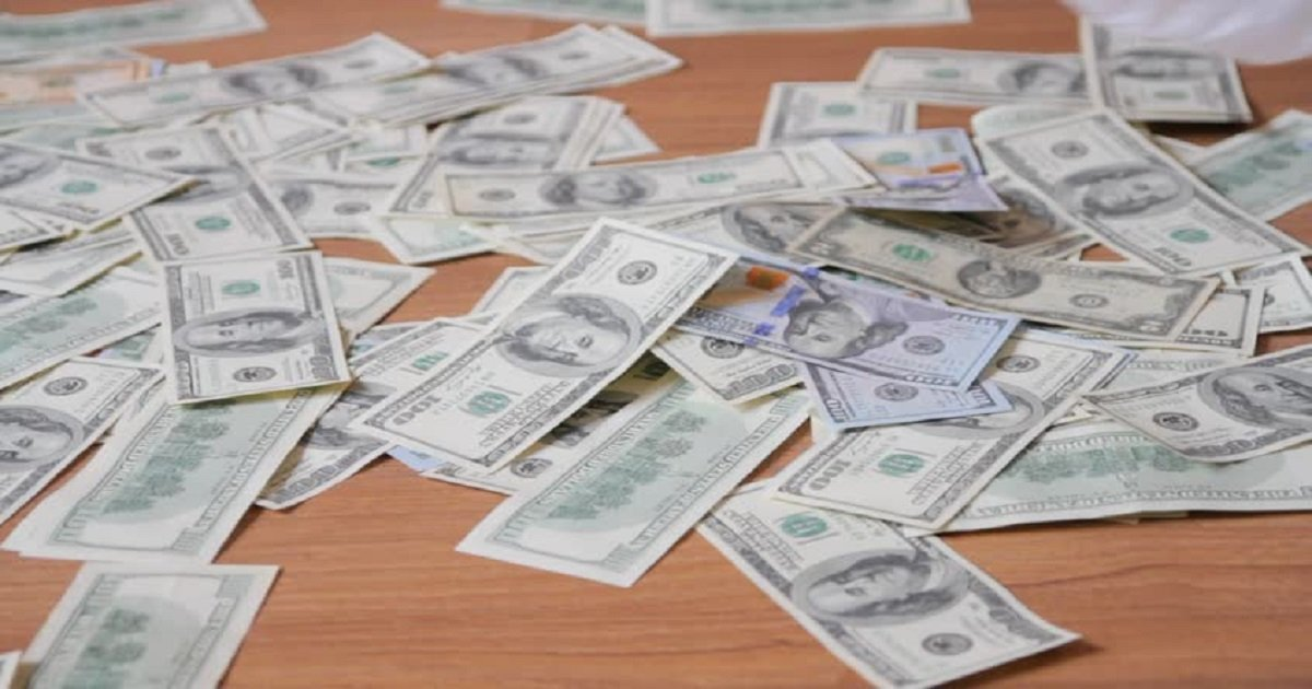 6jllll - Woman Returns Home, Found Stacks Of Cash All Over The Floor