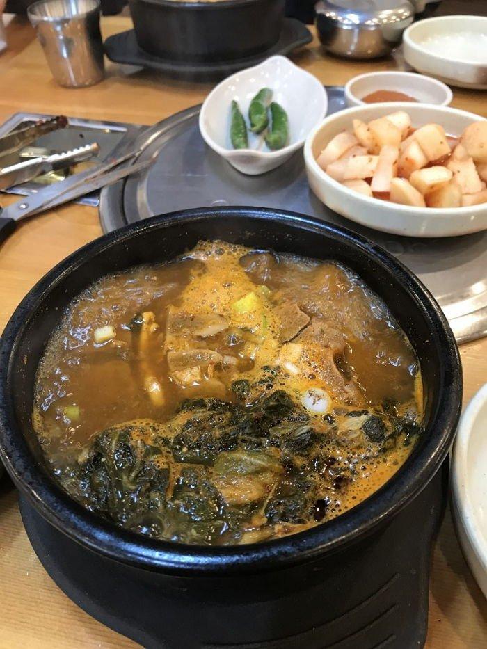 0g7ld649n69qwo7sov97 - 졸업식에서 '혼자' 남겨진 제자를 위해 선생님이 사준 점심 메뉴는?