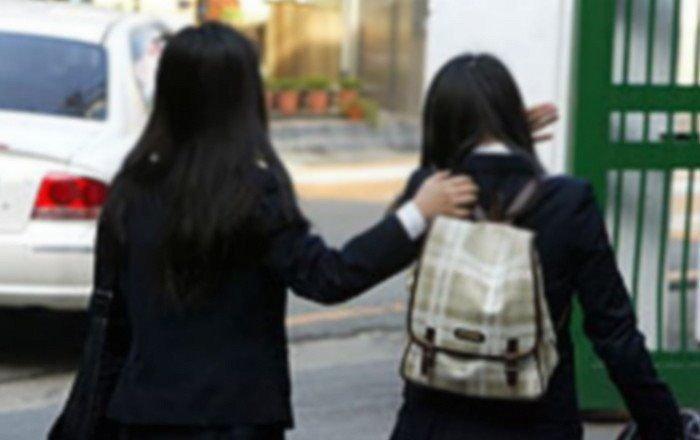 9o0fk874zc0twq14zjqw - 졸업식에서 '혼자' 남겨진 제자를 위해 선생님이 사준 점심 메뉴는?